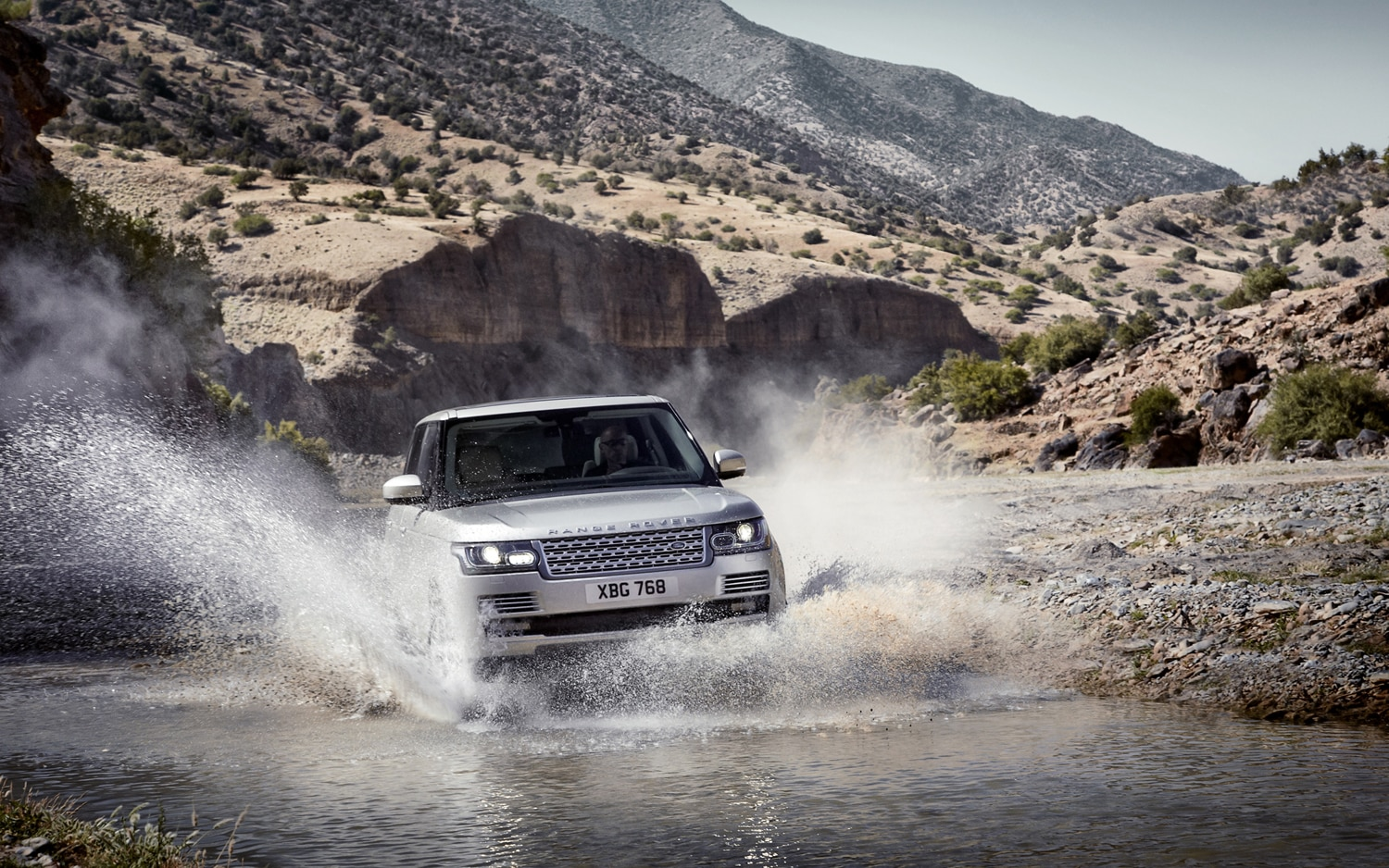 2013 Land Rover Range Rover Front Three Quarter In River