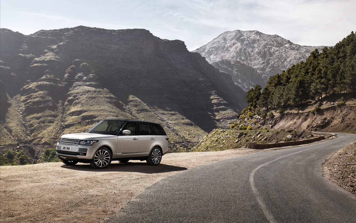 2013 Land Rover Range Rover Front Three Quarter Static
