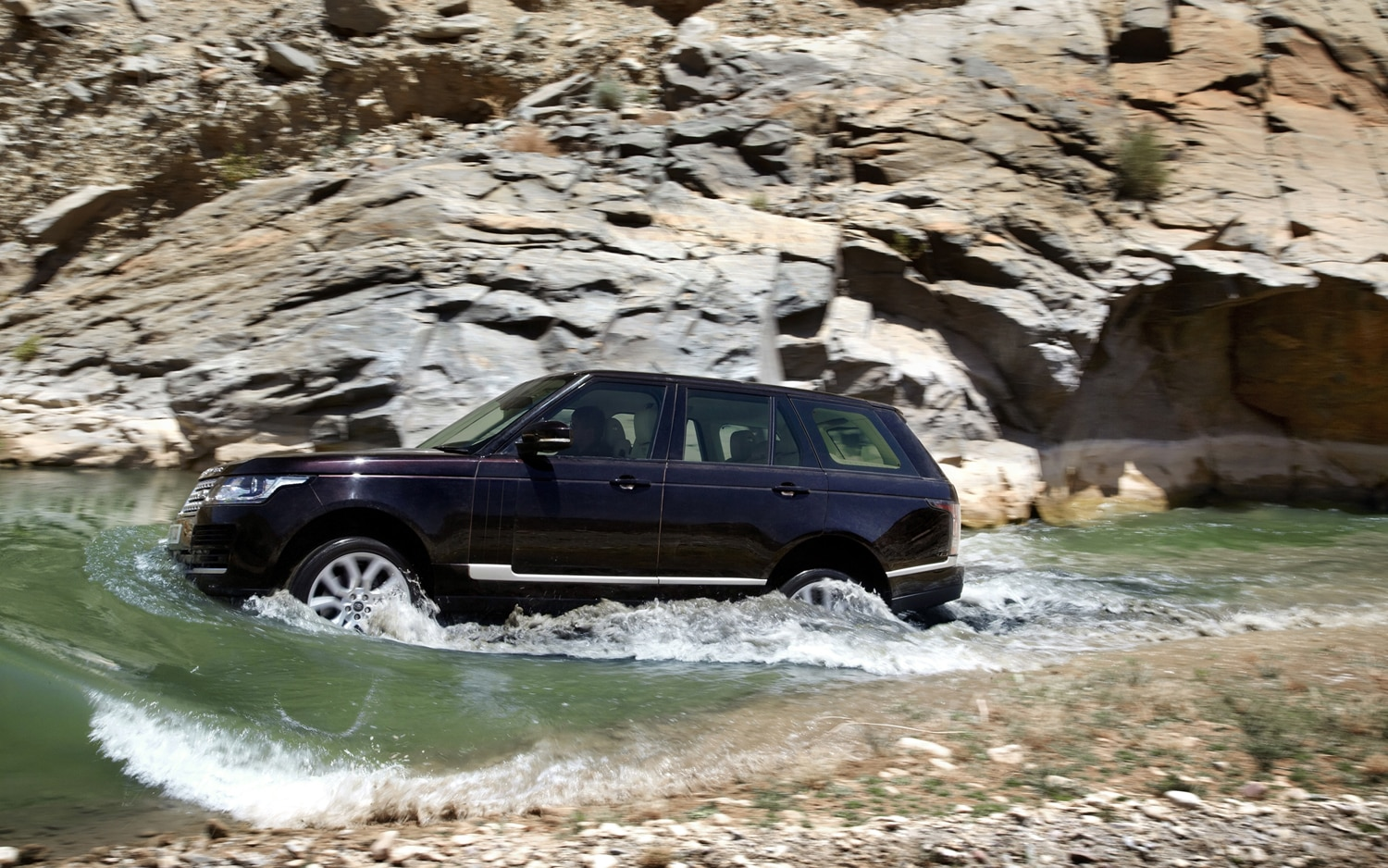 2013 Land Rover Range Rover Side In Motion