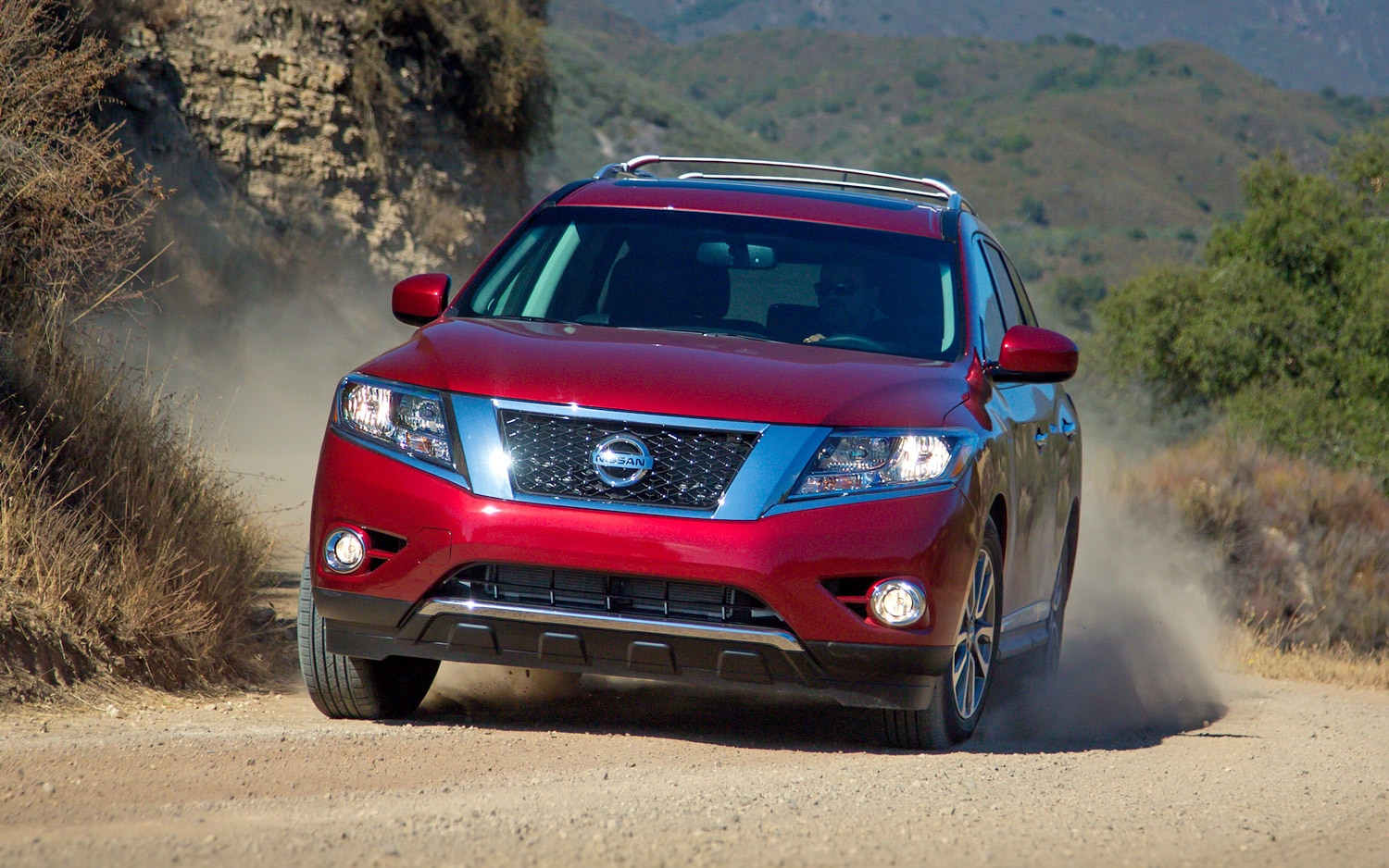 2013 Nissan Pathfinder Front In Red Motion
