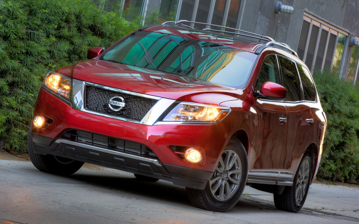 2013 Nissan Pathfinder Front In Red
