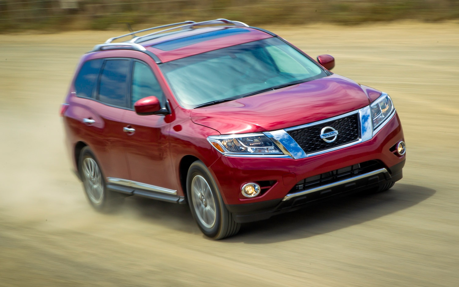 2013 Nissan Pathfinder Front Three Quarter Action