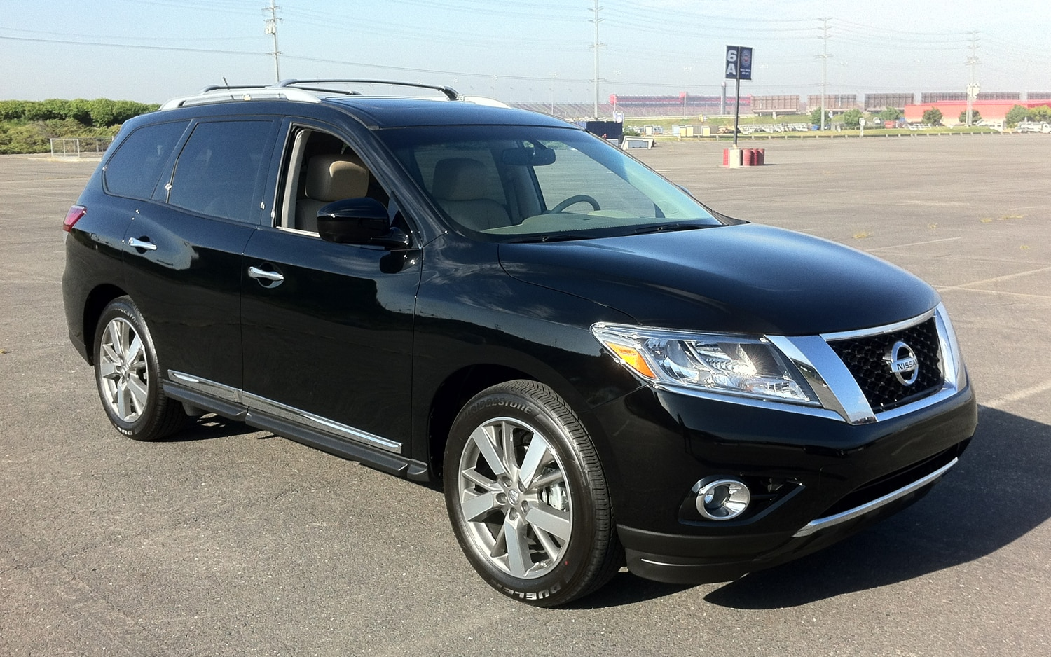 2013 Nissan Pathfinder Front Three Quarter Passenger At Trackt