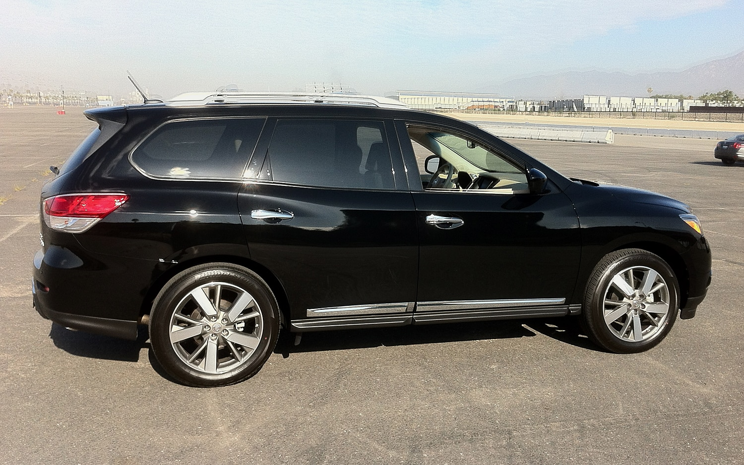 2013 Nissan Pathfinder Side View At Track