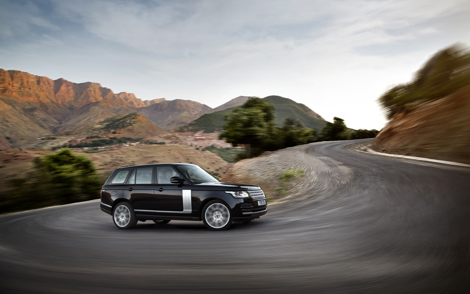 2013 Land Rover Range Rover Front Three Quarter Turn 2