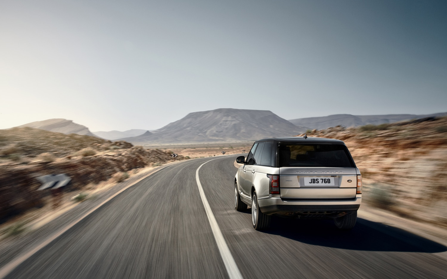 2013 Land Rover Range Rover Rear End In Motion 2