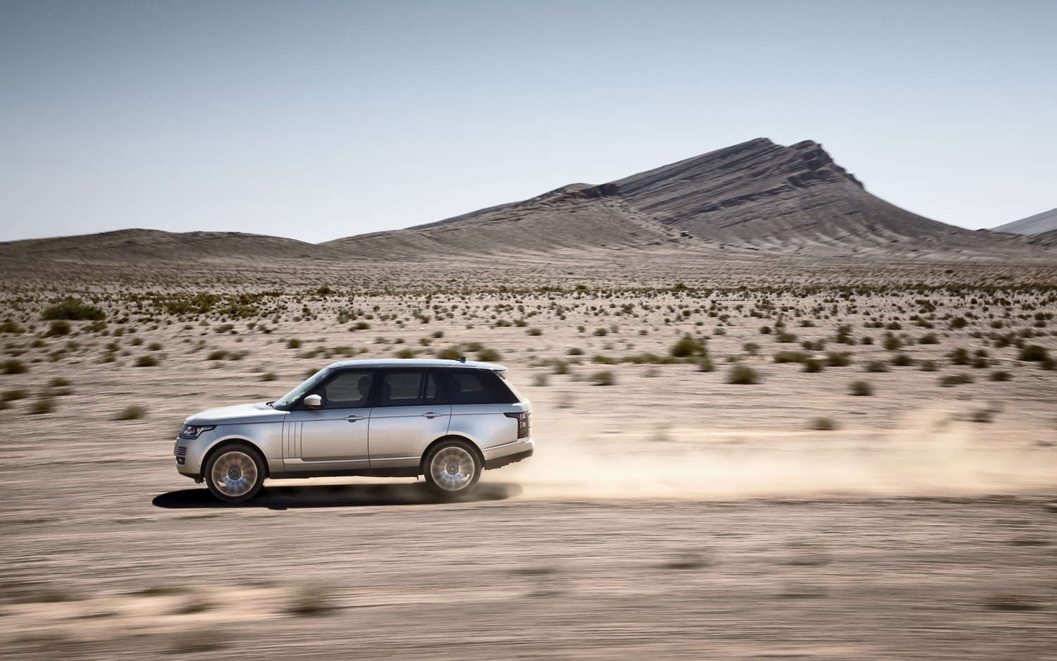 2013 Land Rover Range Rover Side In Motion 4