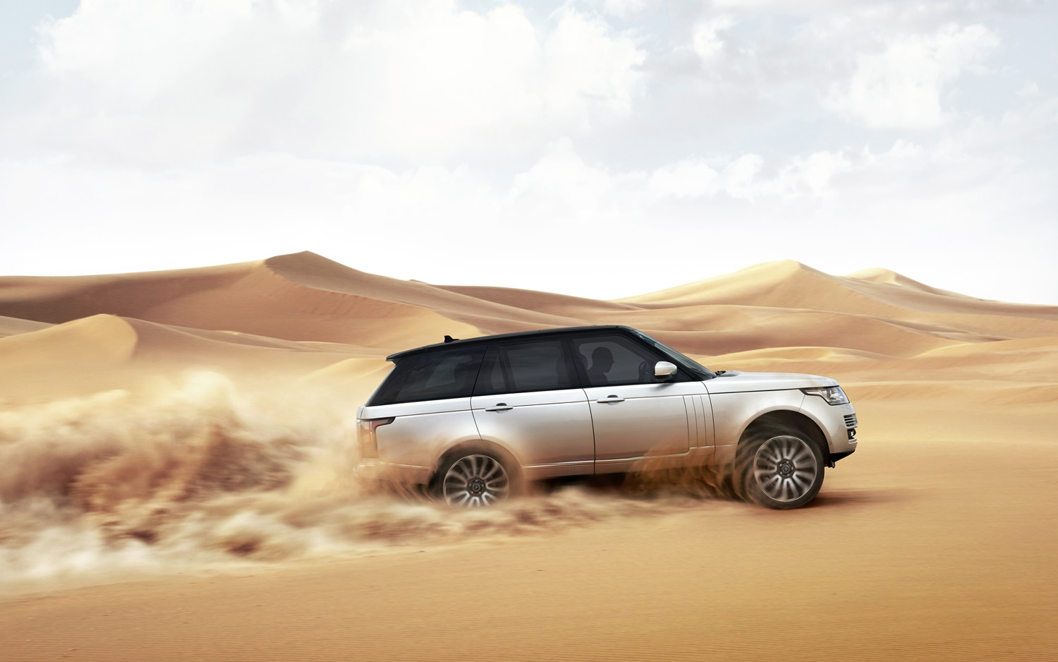 2013 Land Rover Range Rover Side In Motion 6