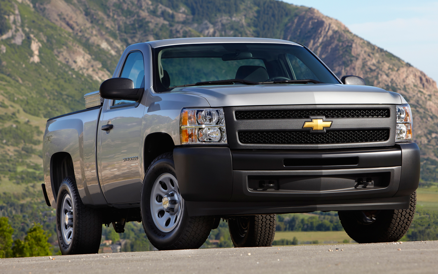 chevrolet donates 50 pickups and vans for hurricane sandy recovery photo image gallery 2