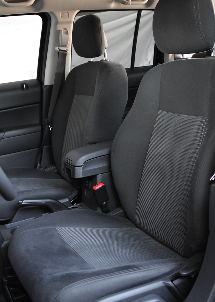2013 Jeep Patriot Latitude 4X4 Front Seats