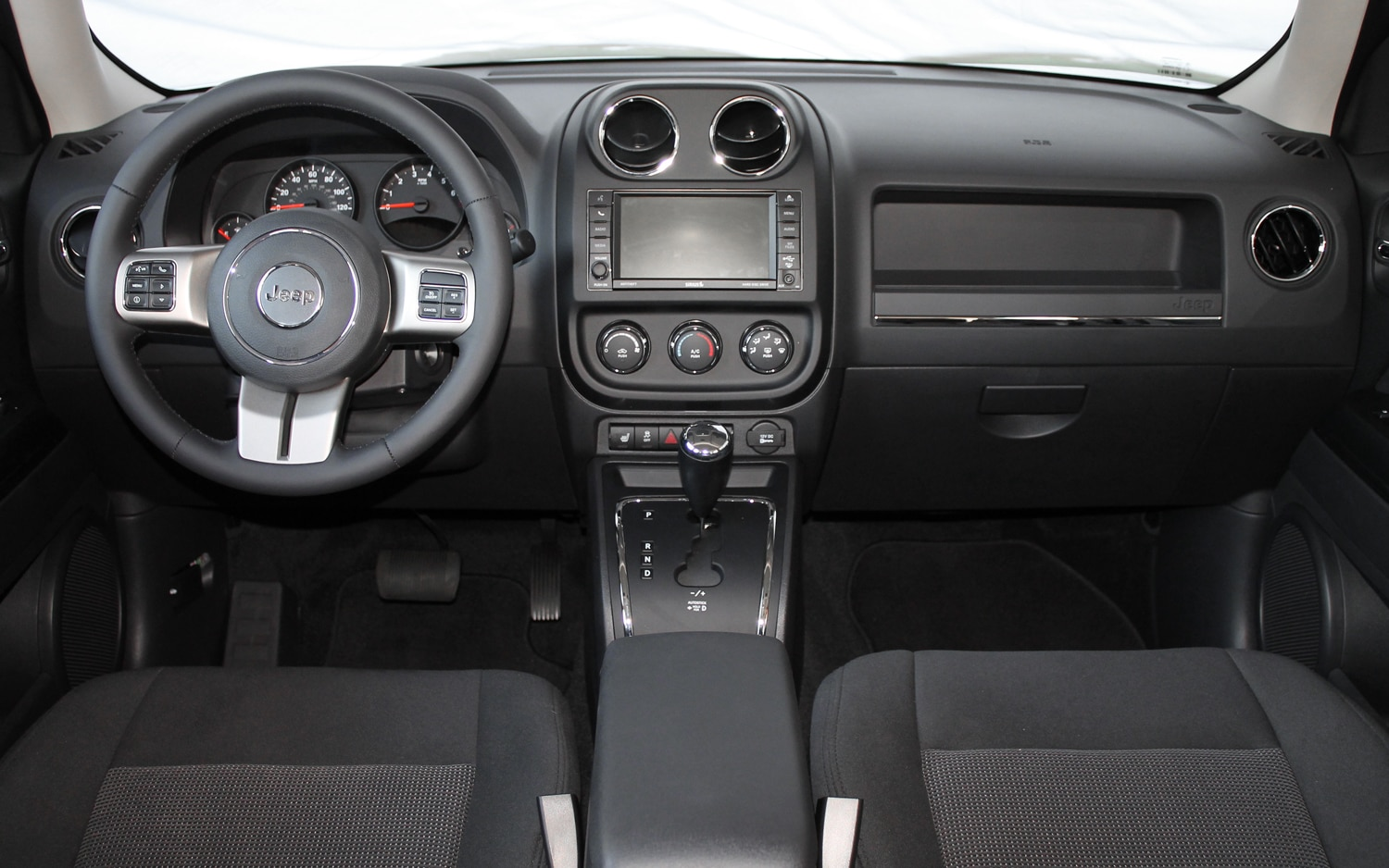 2013 Jeep Patriot Latitude 4X4 Rear Dash View 02