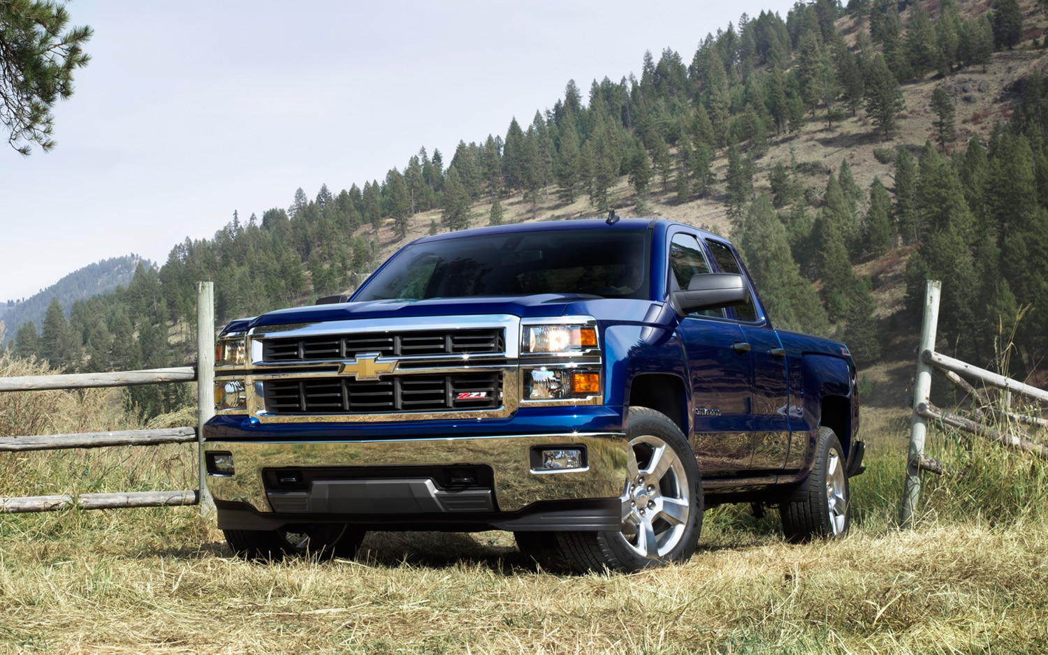 2014 Chevrolet Silverado Front Three Quarters