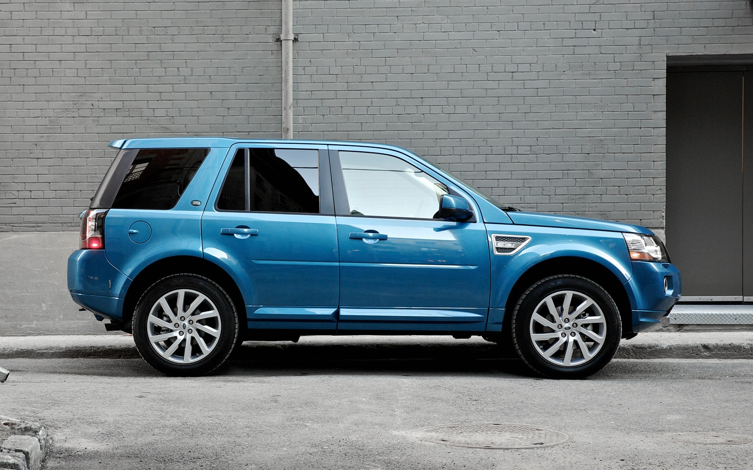 2013 Land Rover LR2 Side Profile