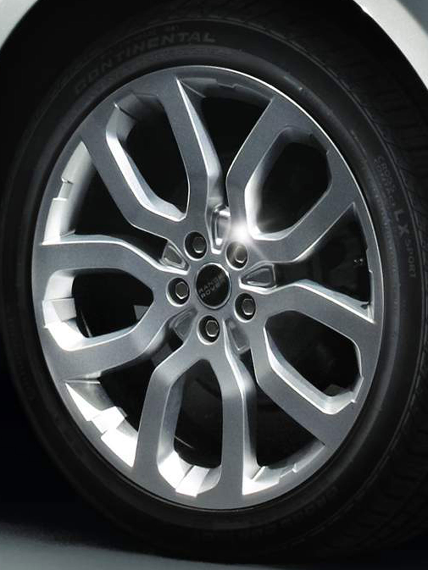 2013 Range Rover Five Spoke Wheel Closeup