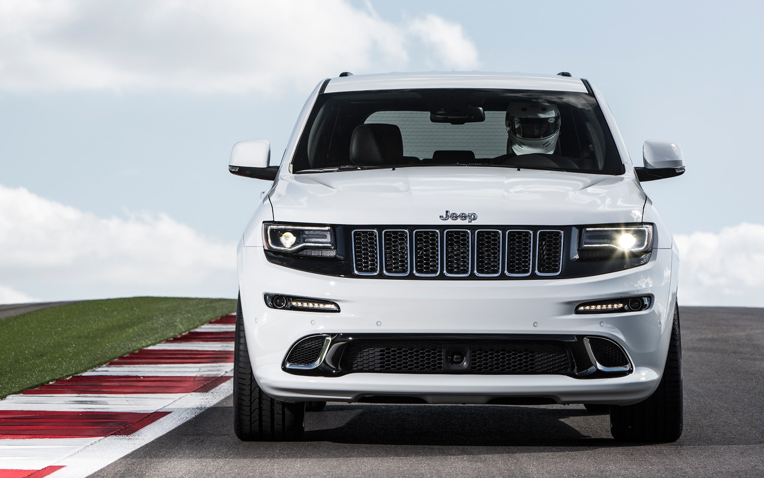 2014 Jeep Grand Cherokee SRT Front Profile