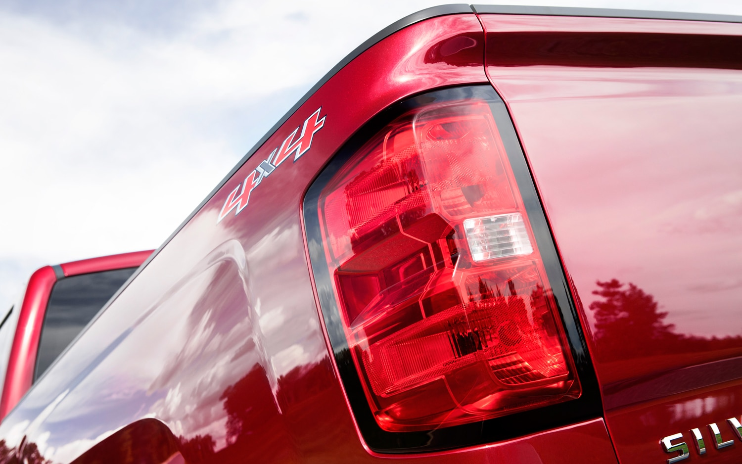 2014 Chevrolet Silverado Tail Light