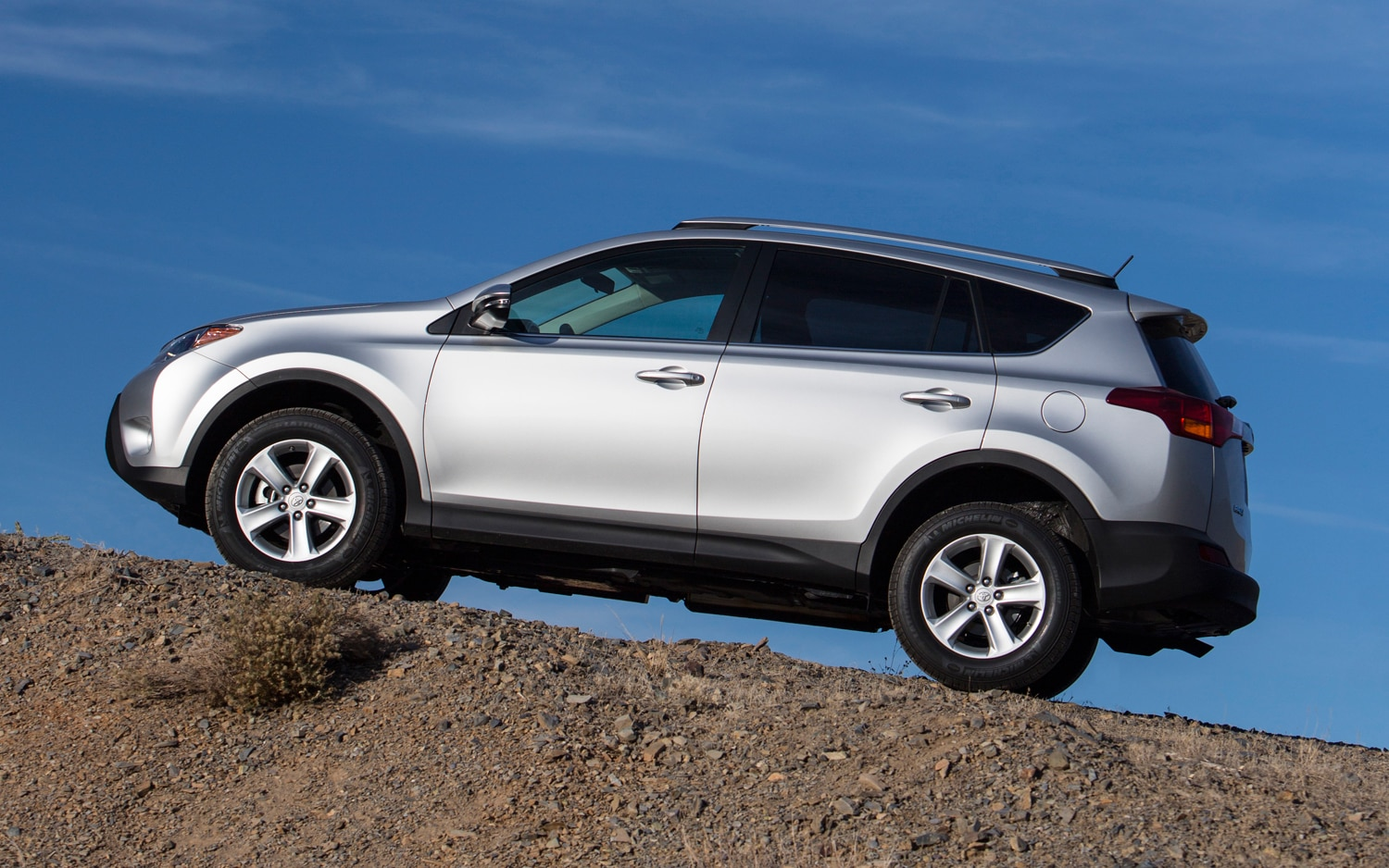 2013 Toyota RAV4 XLE Side View 02
