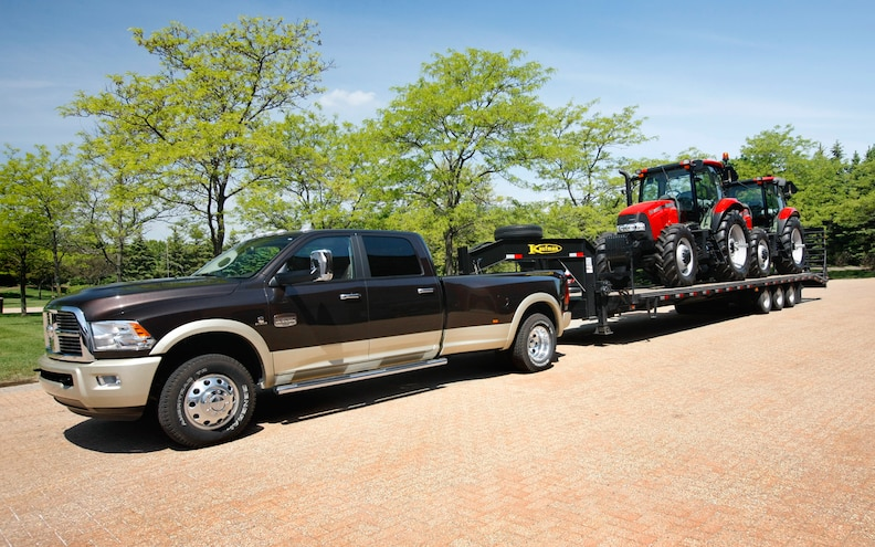 Chevy 3500 Towing Capacity >> 2013 Ram 3500 Offers Class Leading 30 000 Lb Maximum Towing