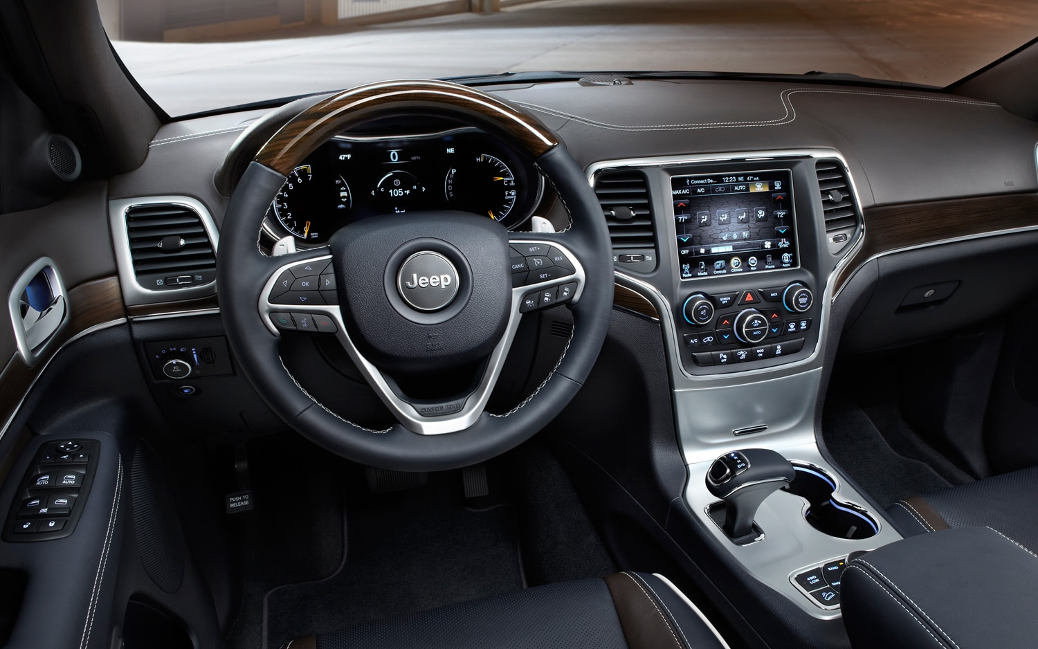 2014 Jeep Grand Cherokee Overland Dash View