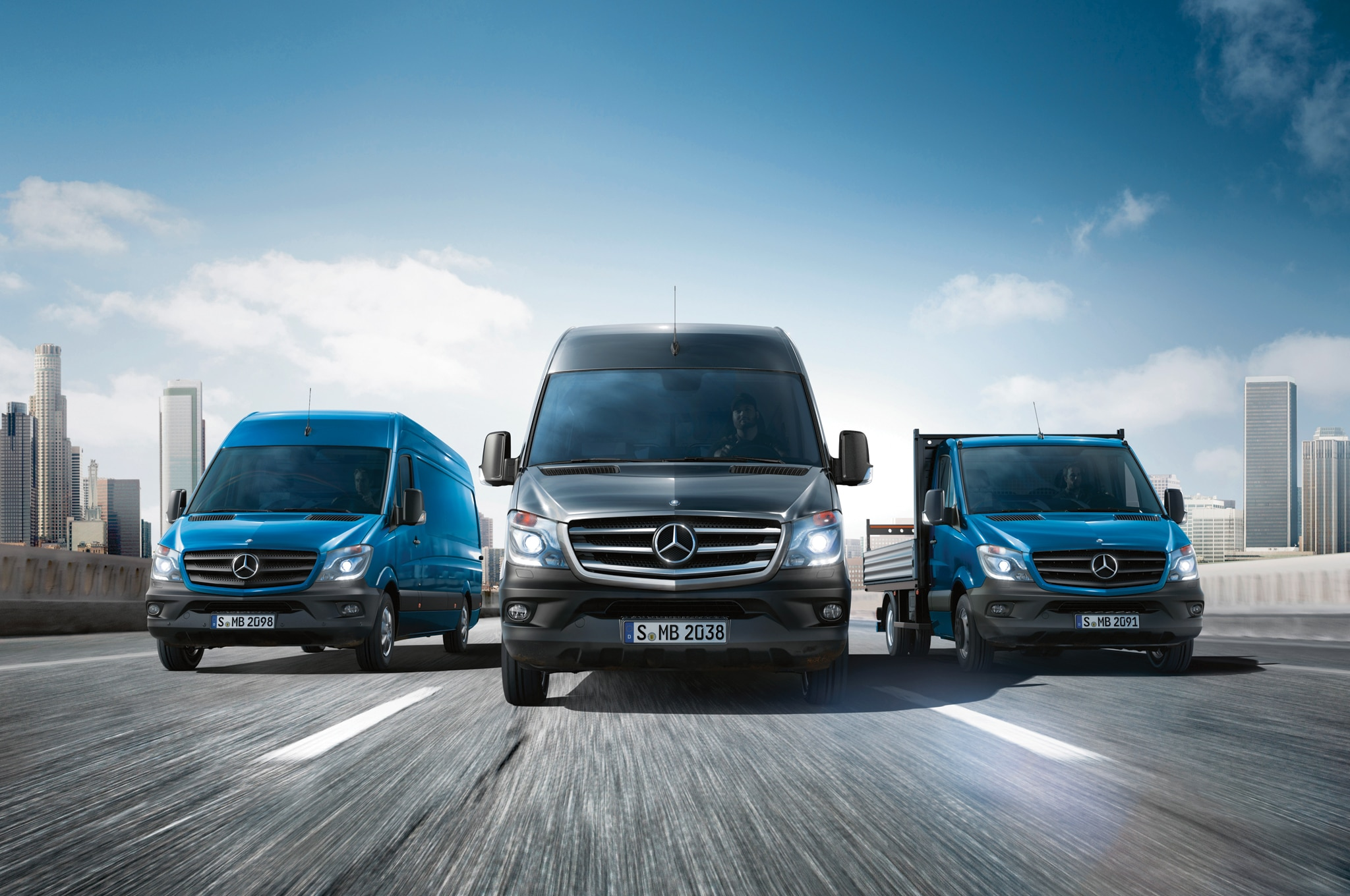 2014 Mercedes Benz Sprinter Front End In Motion 01