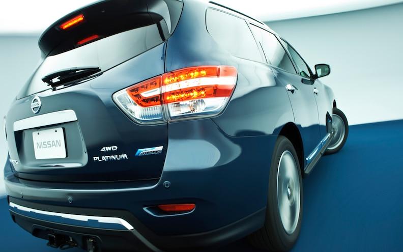 2013 New York: 2014 Nissan Pathfinder Hybrid