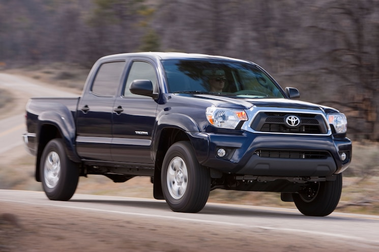 2013 Toyota Tacoma Front Three Quarters View 05