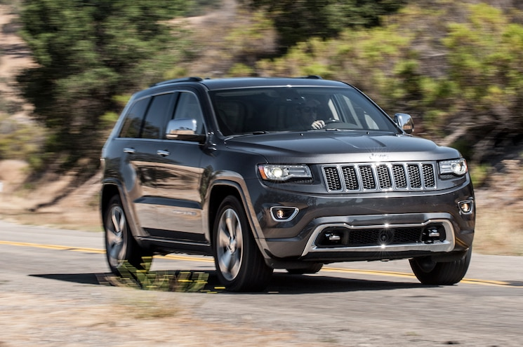 2014 Jeep Grand Cherokee V8 Overland Front Three Quarters View In Motion