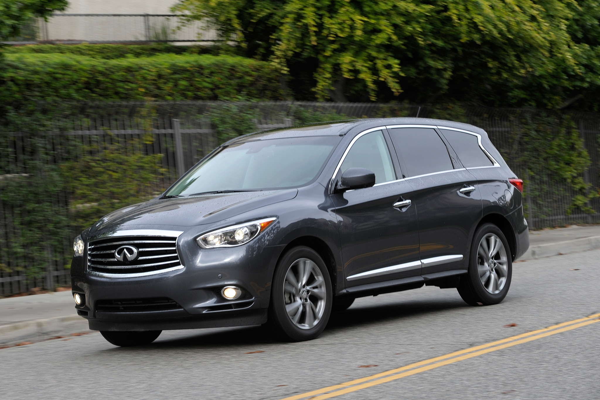 2013 Infiniti JX35 Three Quarters View 3