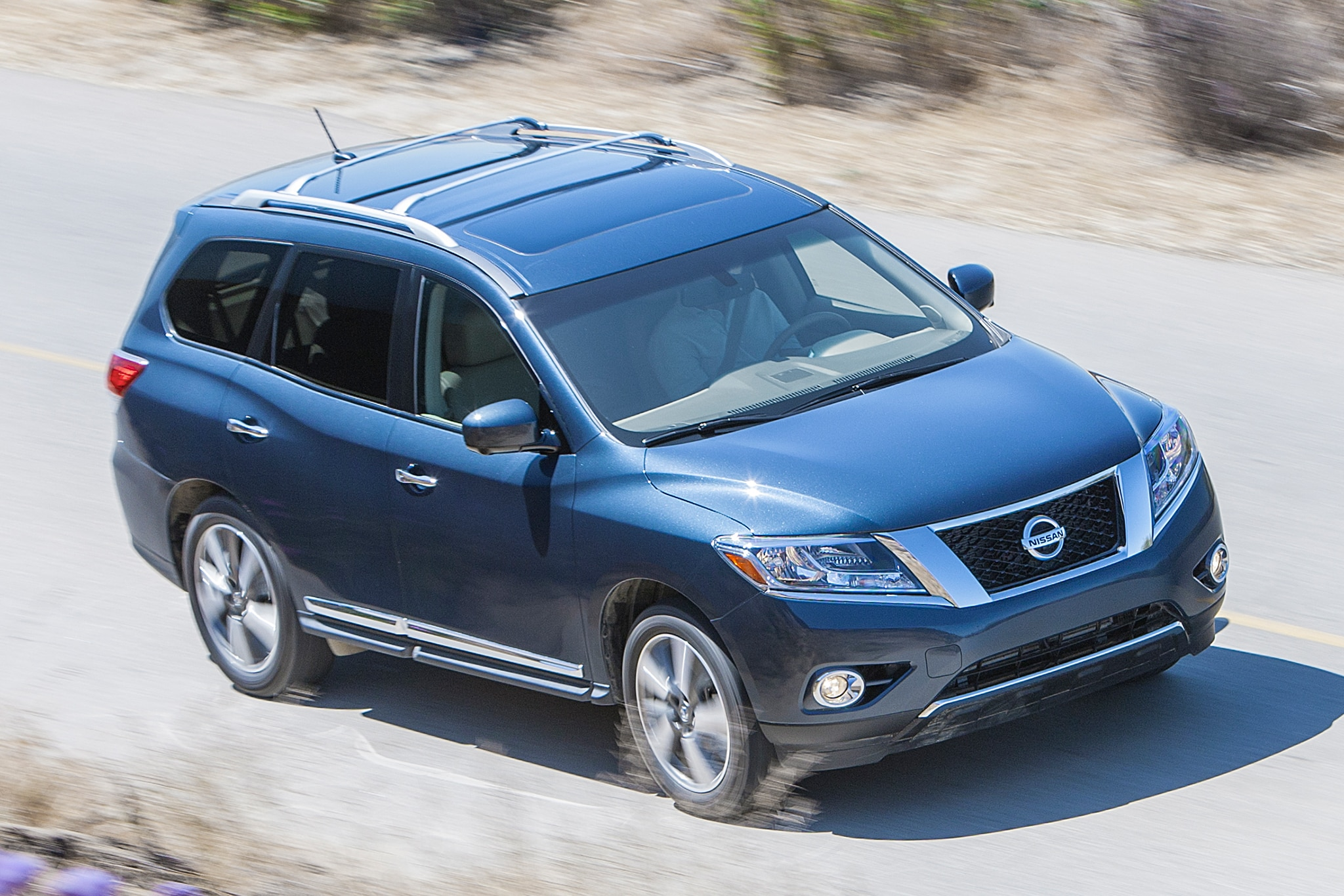 2013 Nissan Pathfinder Platinum Three Quarters View
