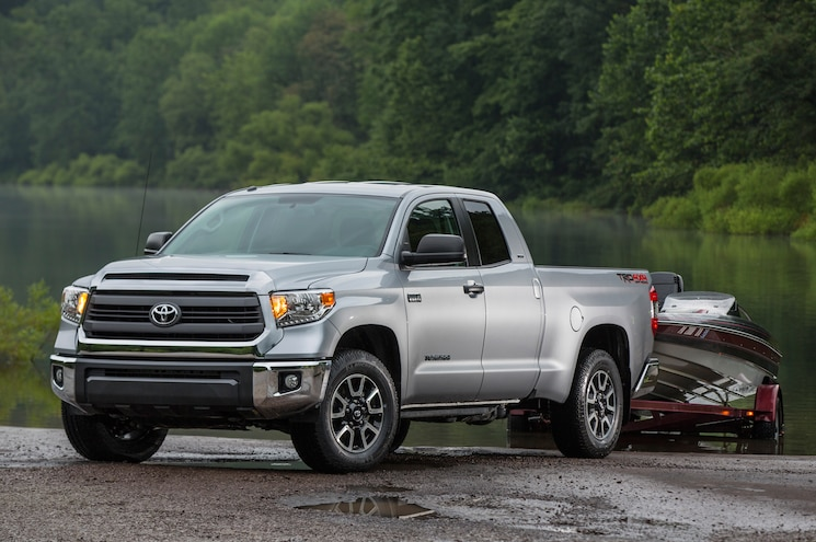 2014 Toyota Tundra SR5 TRD 4x4 Offroad Front Three Quarters Towing