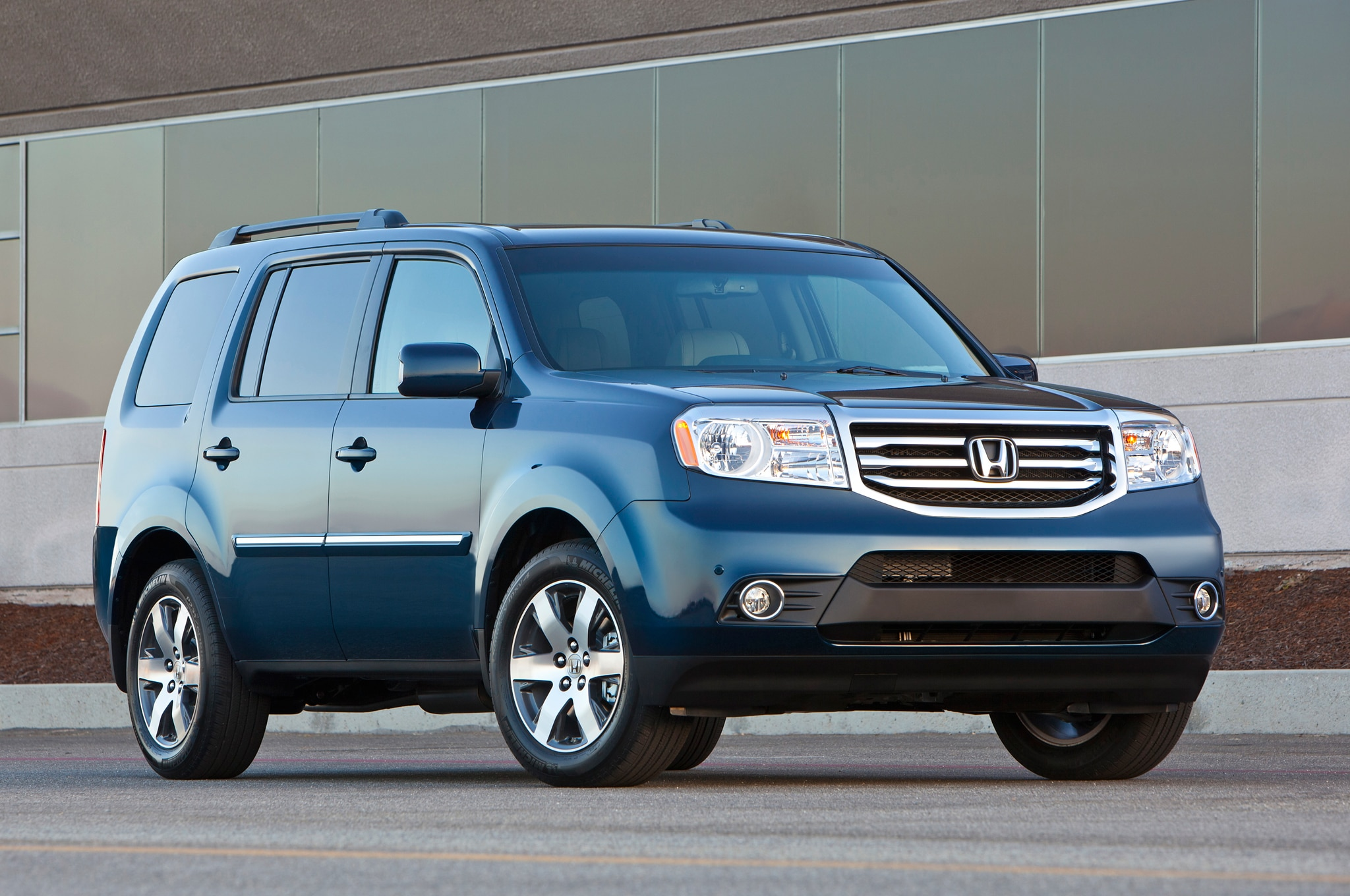 2014 Honda Pilot Touring Front Three Quarters