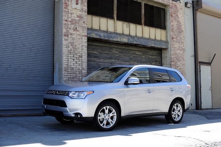 2014 Mitsubishi Outlander Front Side View