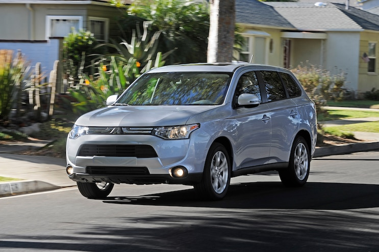 2014 Mitsubishi Outlander Front Three Quarters In Motion