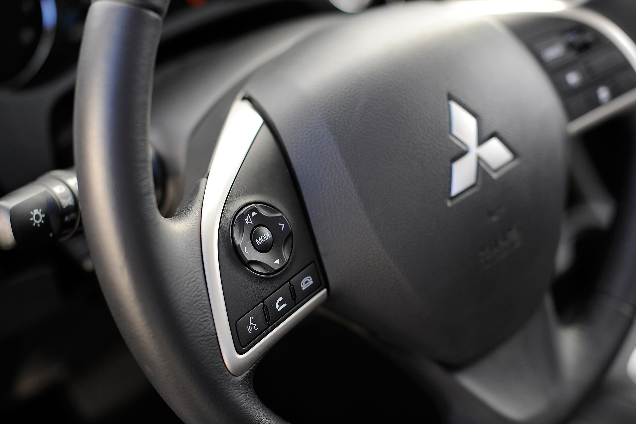 2014 Mitsubishi Outlander Steering Wheel Detail