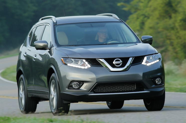 2014 Nissan Rogue Three Quarters In Motion Front View 002