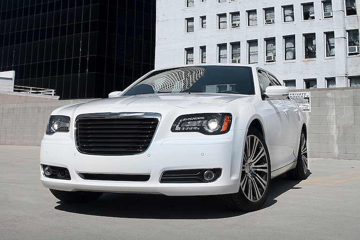 2013 Chrysler 300S Front Three Quarters