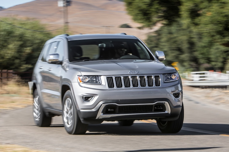 2014 Jeep Grand Cherokee V6 Limited Front View In Motion