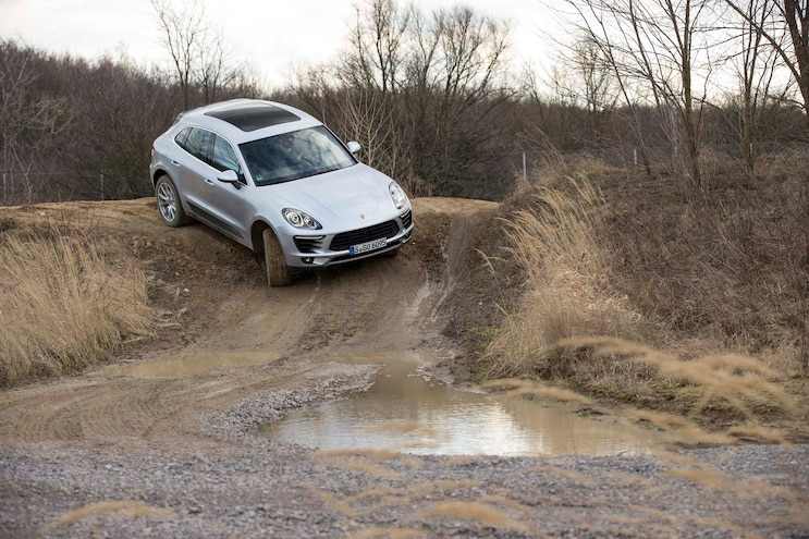 2015 Porsche Macan Diesel Front Three Quarter Downhill