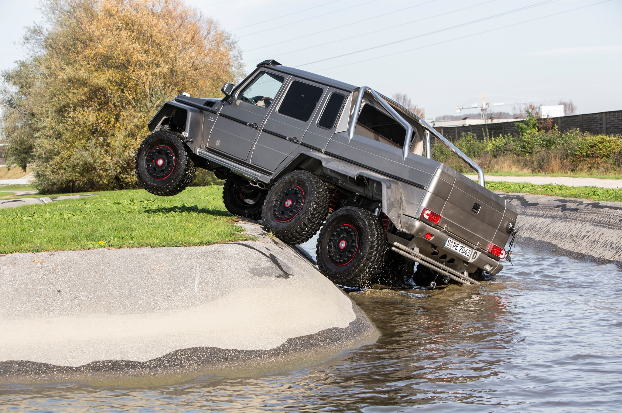Mercedes G63 Amg 6x6 Battles Normal G63 Amg In Head 2 Head Photo Image Gallery