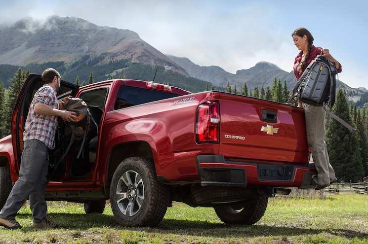 2015 Chevrolet Colorado Rear Three Quarters 03