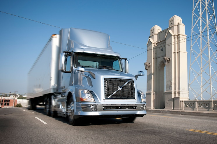 2014 Volvo Vnl Daycab Front Driving