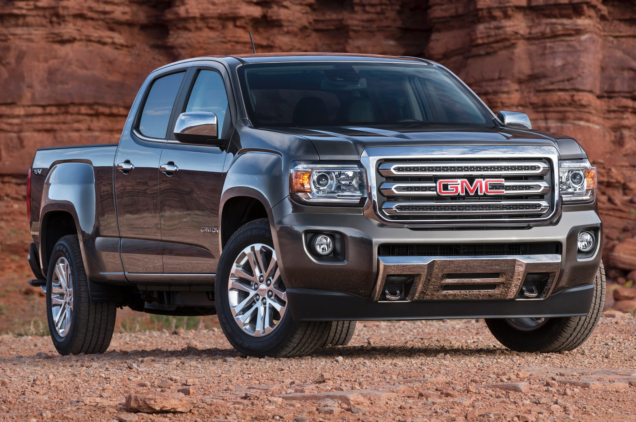 2015 gmc canyon front side view