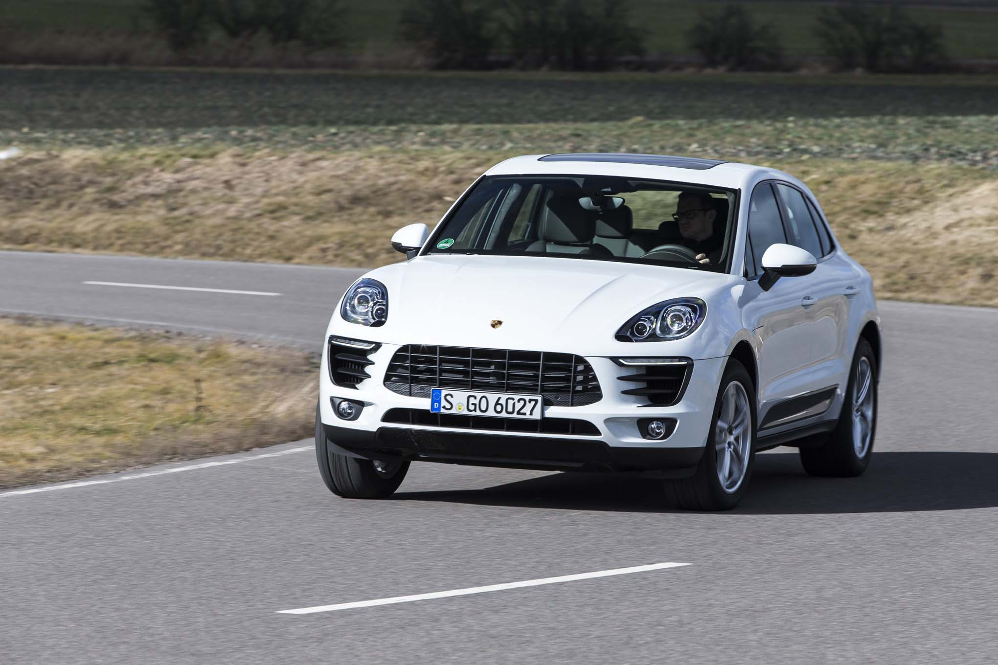 2015 Porsche Macan S Front Three Quarter In Motion 02