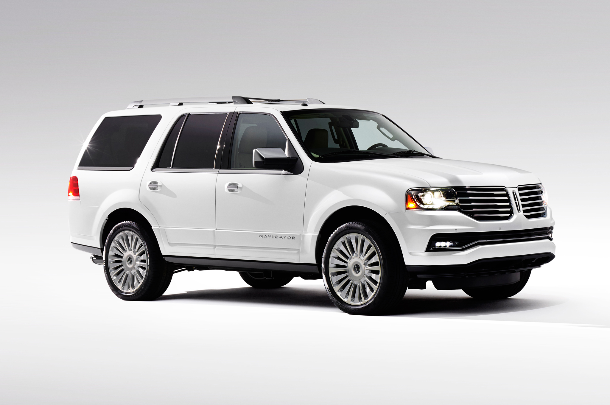 Lincoln Truck 2015 >> 2015 Lincoln Navigator First Look Photo Image Gallery