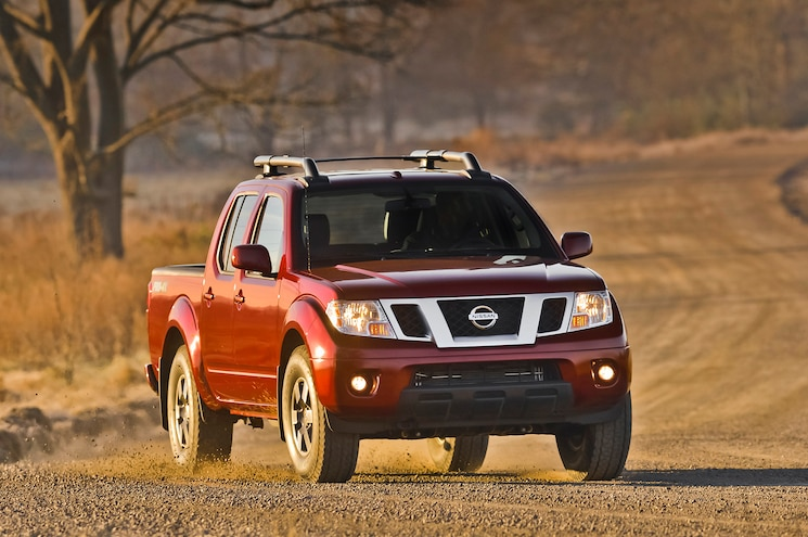 2014 Nissan Frontier Crew Cab Three Quarters View 003