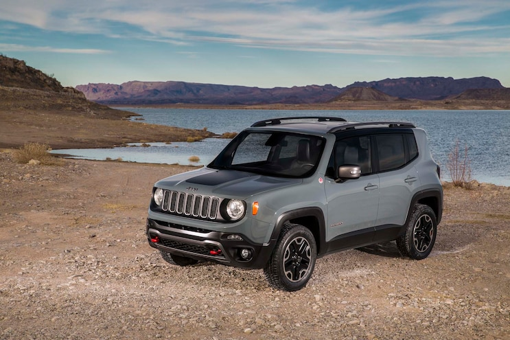 2015 Jeep Renegade Trailhawk Front Three Quarters 03