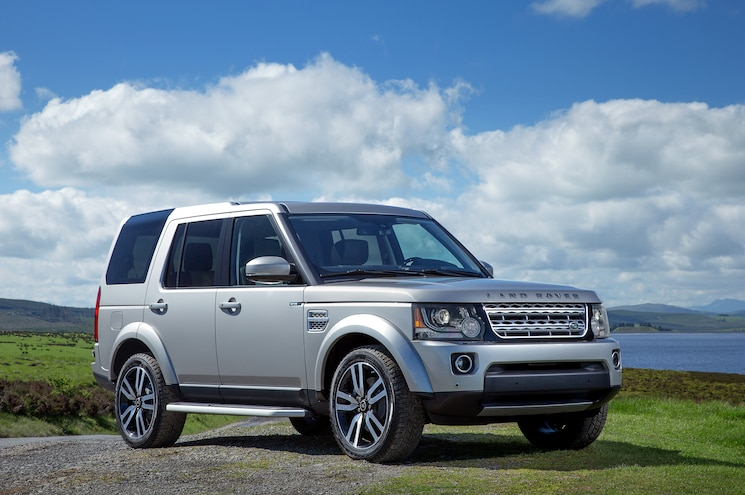 2015 Land Rover LR4 Front Three Quarters