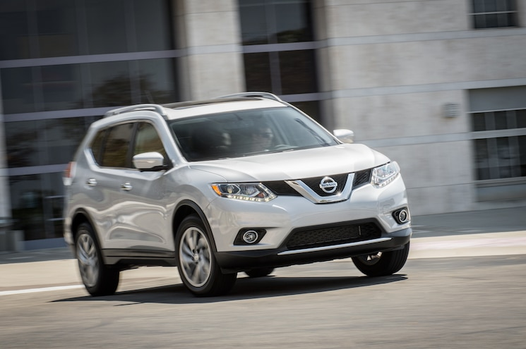 2014 Nissan Rogue SL AWD Front End In Motion