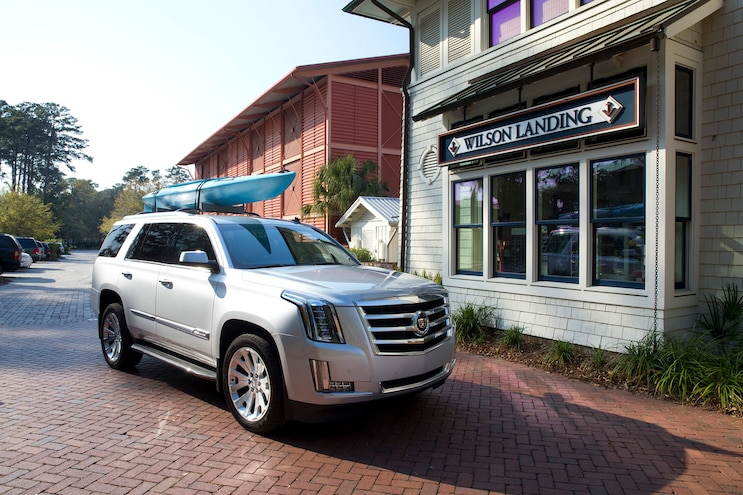 2015 Cadillac Escalade Front Three Quarter 02