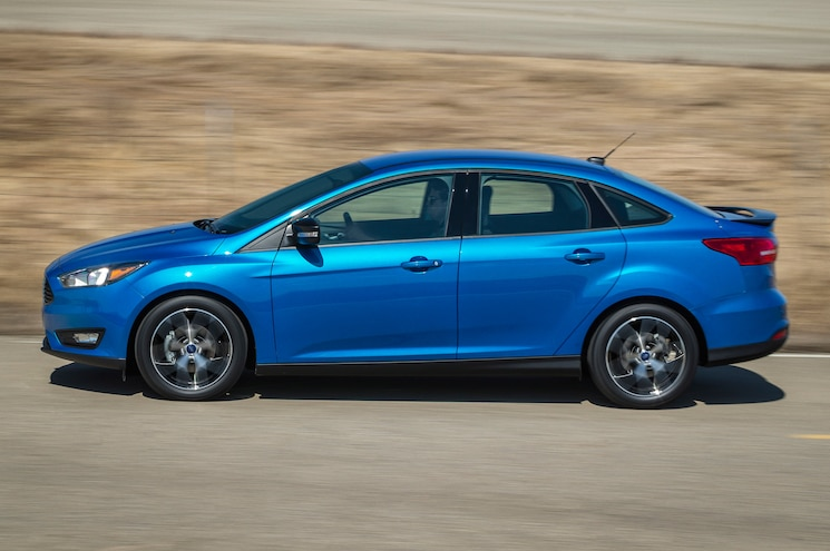 2015 Ford Focus Sedan Side Motion View On Road